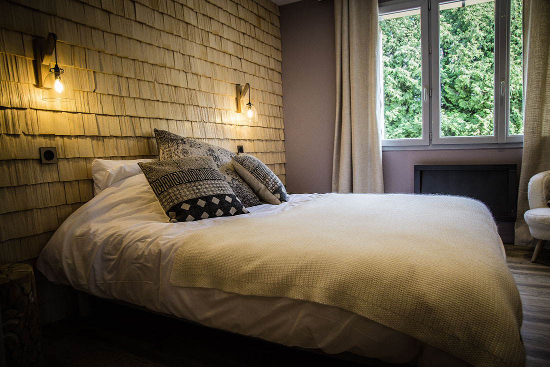 Chalet bois Jura, chambre avec tavaillons